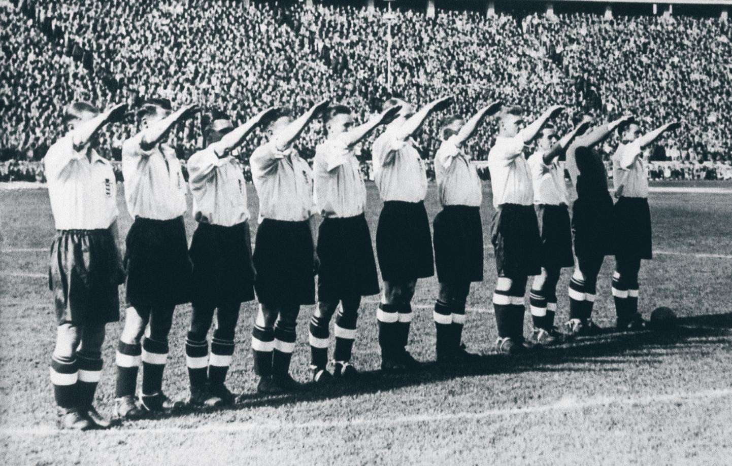 De Hitlergroet voor 'a evil little twat'